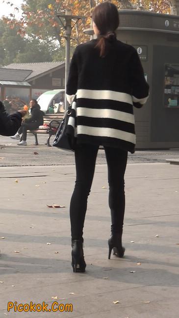 街拍,身材超赞的极品少妇2