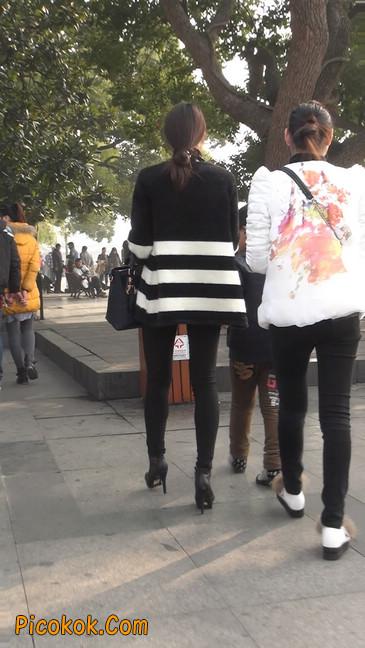 街拍,身材超赞的极品少妇7