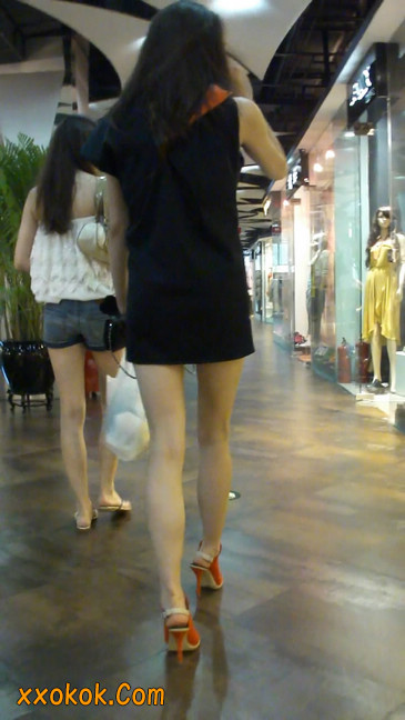 街拍北京三里屯的美女