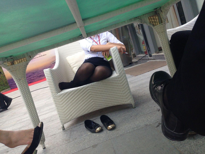 我的同事,每天都喜欢穿丝袜上班40