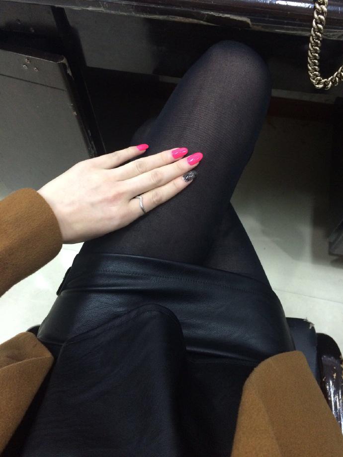 我钟爱粉色指甲油,更偏爱黑丝短裙,第十季28