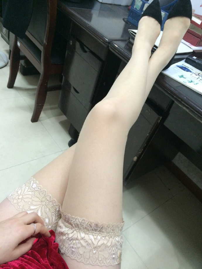 我钟爱粉色指甲油,更偏爱黑丝短裙,第十季31
