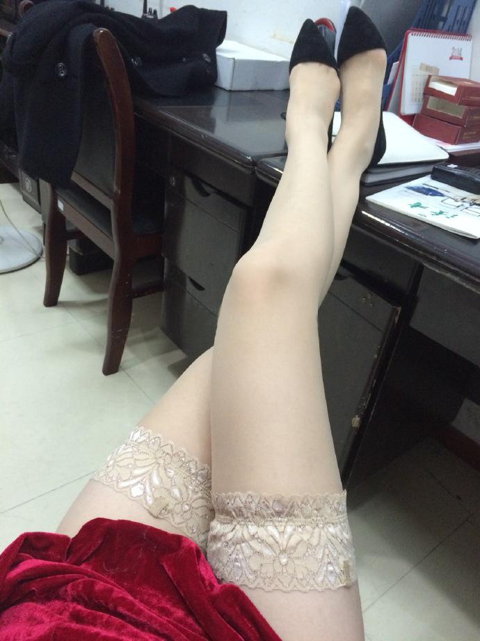 我钟爱粉色指甲油,更偏爱黑丝短裙,第十季35