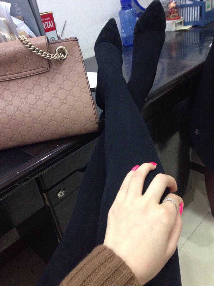 我钟爱粉色指甲油,更偏爱黑丝短裙,第十季12