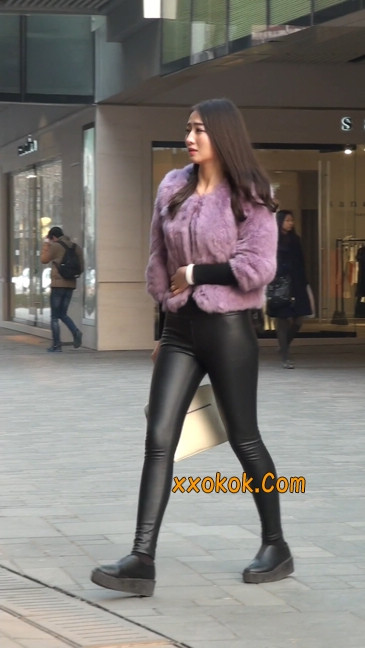 极品美女性感紧身皮裤绝对让你意犹未尽60