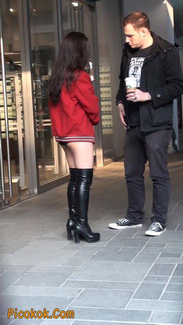 性感美女直接穿内裤就出来咯9