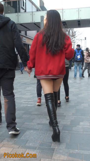性感美女直接穿内裤就出来咯31