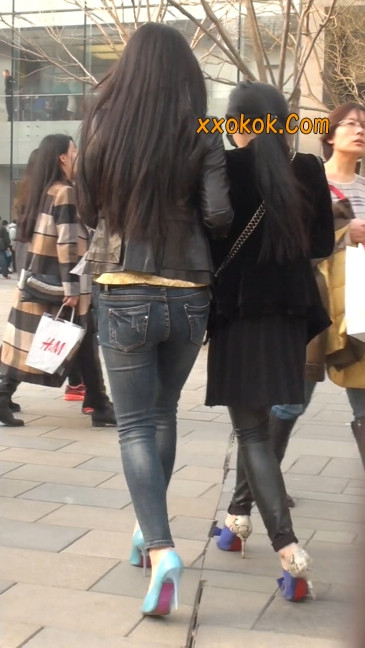 街拍高挑紧身,牛仔裤美女性感大方1