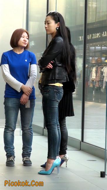 街拍高挑紧身,牛仔裤美女性感大方13