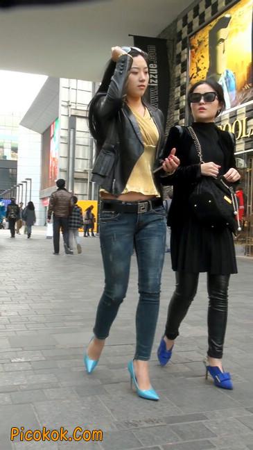 街拍高挑紧身,牛仔裤美女性感大方25
