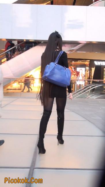 街拍高跟长筒靴黑丝短裙少妇2