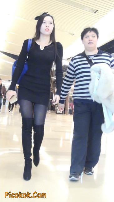 街拍高跟长筒靴黑丝短裙少妇11