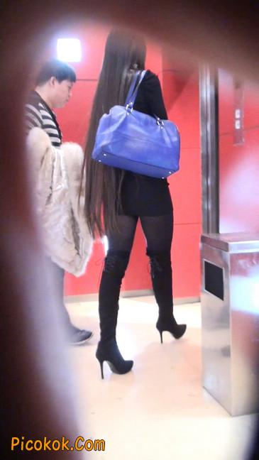 街拍高跟长筒靴黑丝短裙少妇23