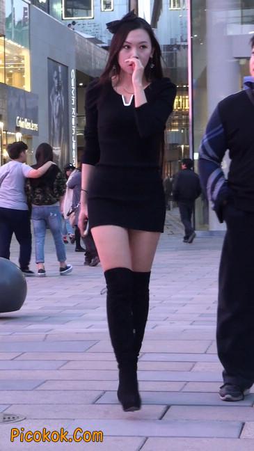 街拍高跟长筒靴黑丝短裙少妇26