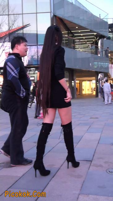 街拍高跟长筒靴黑丝短裙少妇30