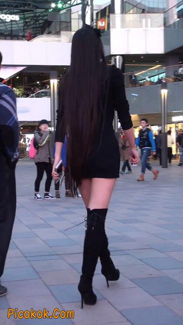 街拍高跟长筒靴黑丝短裙少妇31