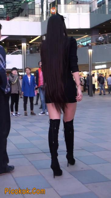 街拍高跟长筒靴黑丝短裙少妇32