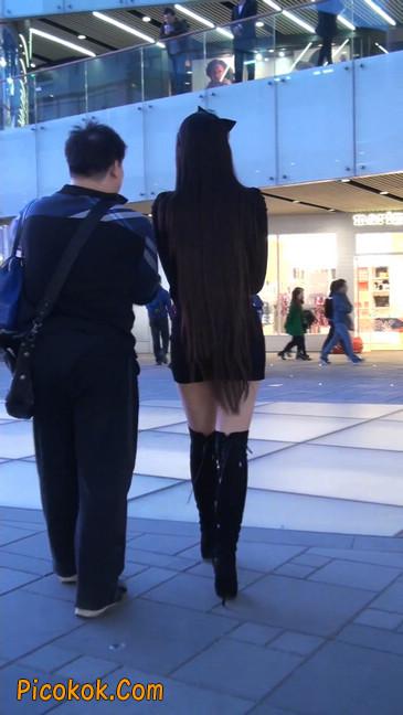 街拍高跟长筒靴黑丝短裙少妇40