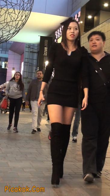 街拍高跟长筒靴黑丝短裙少妇45