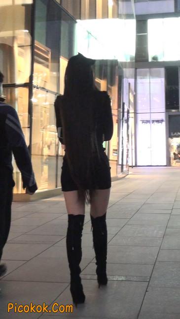 街拍高跟长筒靴黑丝短裙少妇55