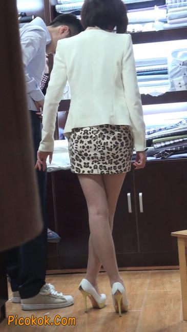 会让你神魂颠倒的豹纹短裙美女85