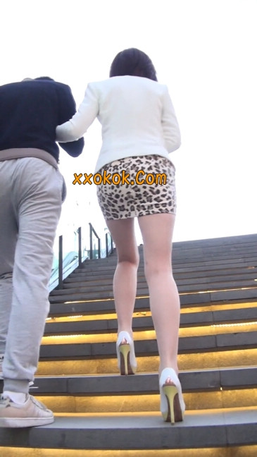 会让你神魂颠倒的豹纹短裙美女92