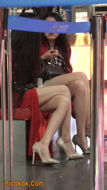 坐姿非常性感的极品美艳性感少妇9