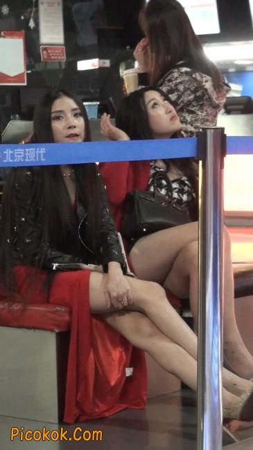 坐姿非常性感的极品美艳性感少妇11