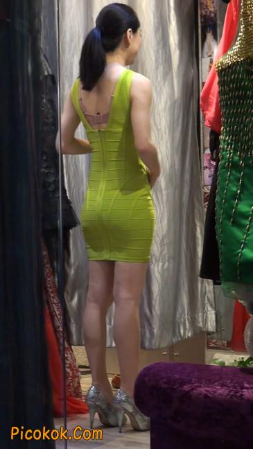 试衣间里的美女换了好多套衣服真漂亮27
