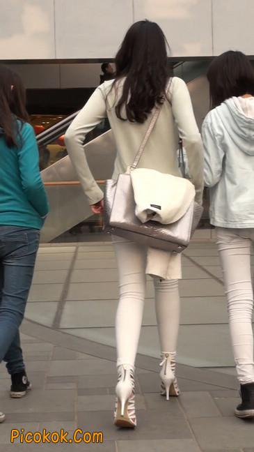 街拍十分性感的白色紧身牛仔裤美女42