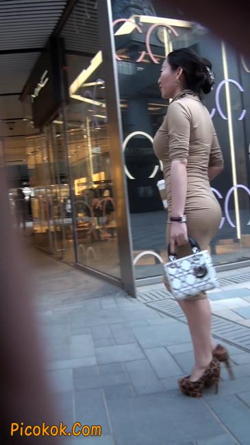 前凸后翘的丰满身材少妇,好妩媚5