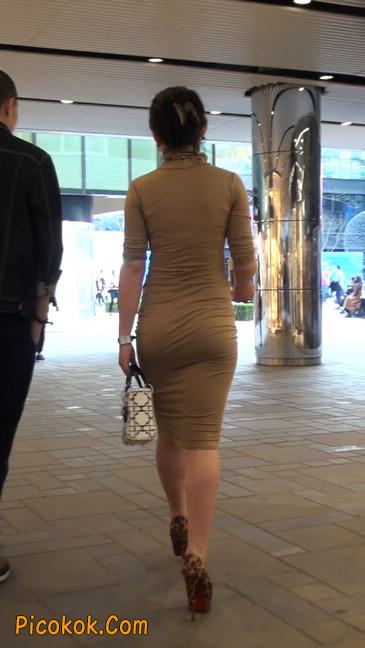 前凸后翘的丰满身材少妇,好妩媚10