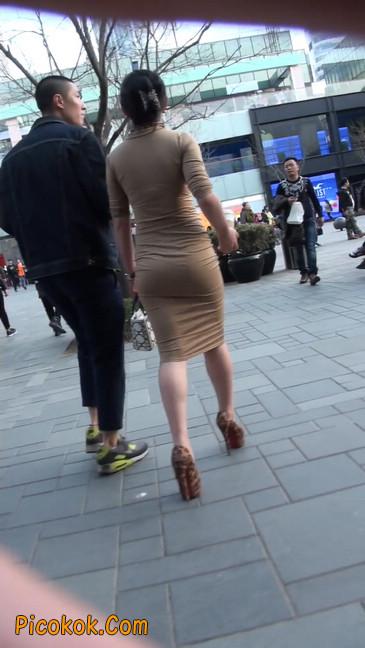 前凸后翘的丰满身材少妇,好妩媚14