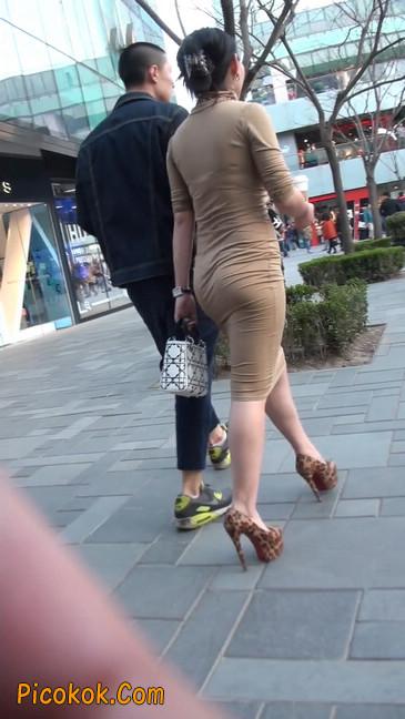 前凸后翘的丰满身材少妇,好妩媚15
