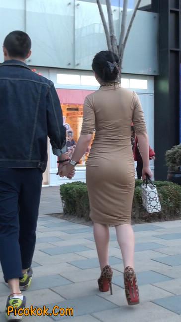 前凸后翘的丰满身材少妇,好妩媚25