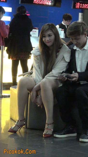 街拍非常养眼的长腿性感美女5