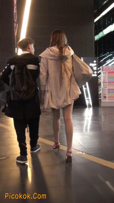 街拍非常养眼的长腿性感美女23