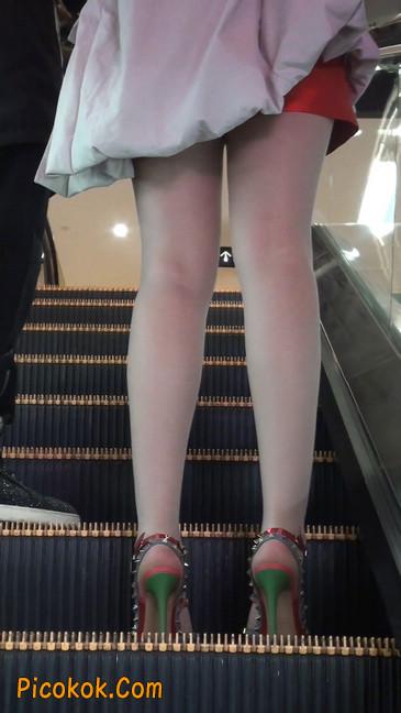 街拍非常养眼的长腿性感美女37