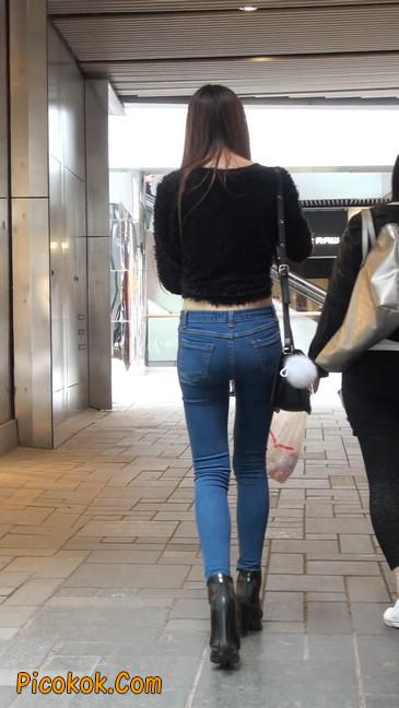 街拍圆润翘臀牛仔紧身裤美女4