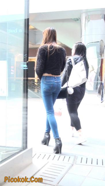 街拍圆润翘臀牛仔紧身裤美女5