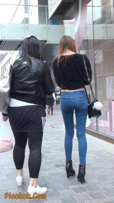 街拍圆润翘臀牛仔紧身裤美女28