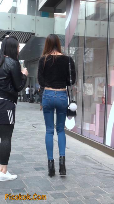 街拍圆润翘臀牛仔紧身裤美女31