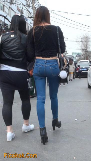 街拍圆润翘臀牛仔紧身裤美女49