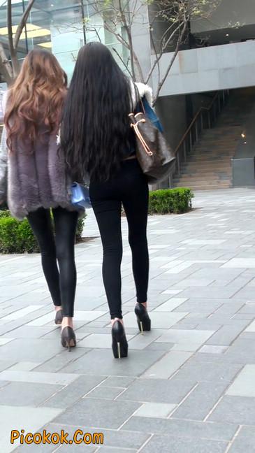 身材相貌都超赞的两位美女你喜欢哪个3