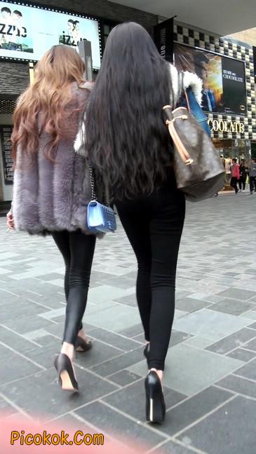 身材相貌都超赞的两位美女你喜欢哪个7