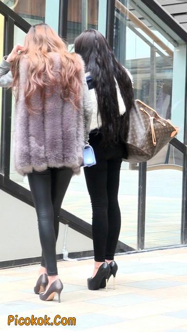 身材相貌都超赞的两位美女你喜欢哪个52