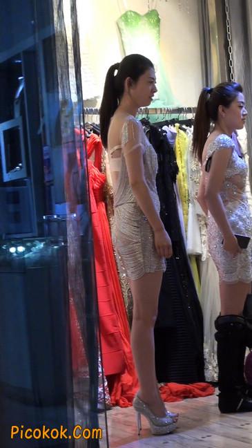 少妇换衣服被街拍,太暴露了9