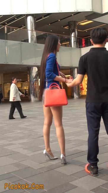 街拍长腿紧身短裙,翘臀气质少妇6