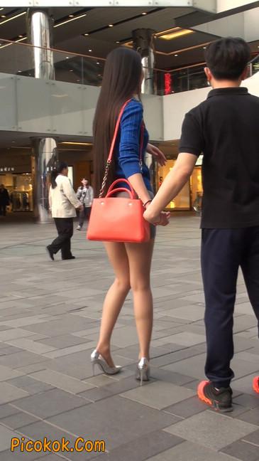 街拍长腿紧身短裙,翘臀气质少妇7