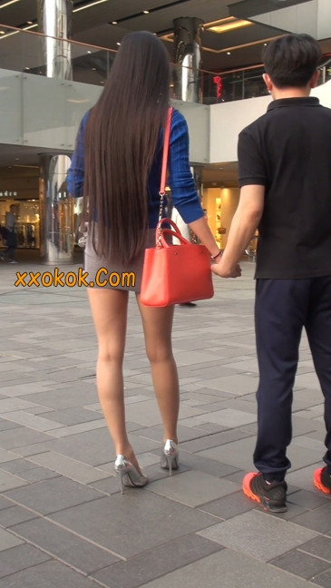 街拍长腿紧身短裙,翘臀气质少妇8
